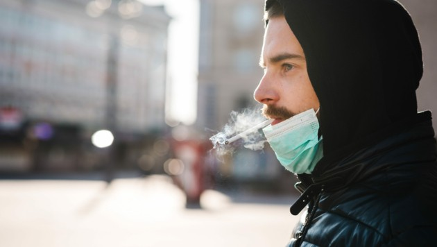 Rauchen im Freien ist in Mailand nun nicht mehr erlaubt. Am Dienstag ist ein strenges Anti-Smog-Paket in Kraft getreten. (Bild: stock.adobe.com)