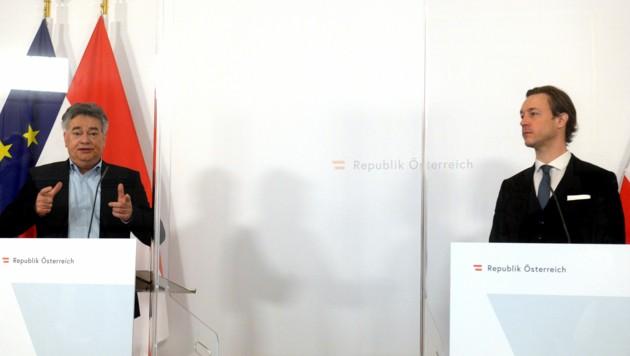Vizekanzler Werner Kogler (Grüne/l.) und Finanzminister Gernot Blümel (ÖVP) (Bild: APA/HERBERT PFARRHOFER)