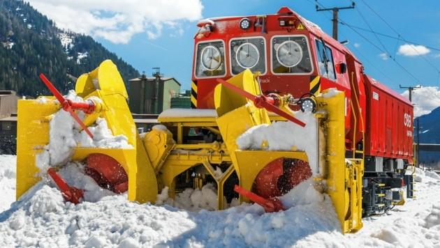"""Bei den Schneemassen wird die """"Beilhack X491.003"""" angefordert, um die Gleise zu räumen. (Bild: Michael Fritscher)"""