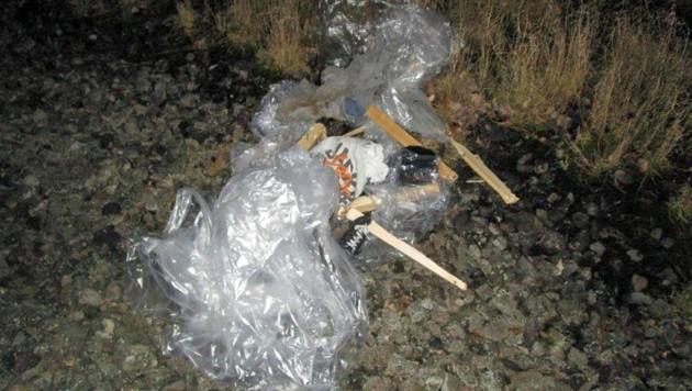 Die selbst gebastelte Puppe bestand aus Holz, Kleidungsstücken und Füllmaterial. (Bild: Bundespolizei)