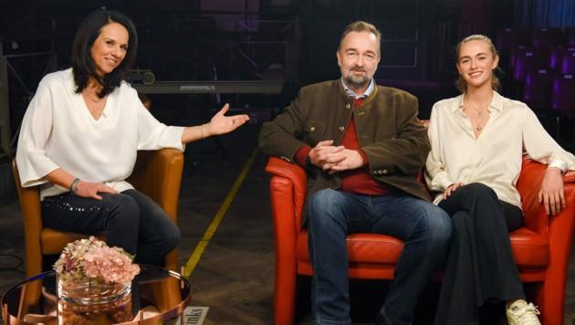Erstmals gemeinsam im österreichischen Fernsehen im offenen Gespräch: Kaiserenkel Karl Habsburg und seine jüngste Tochter Gloria. (Bild: ORF)