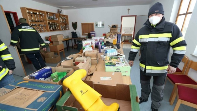 Sachspenden aller Art brachten hilfsbereite Burgenländer (Bild: Judt Reinhard)