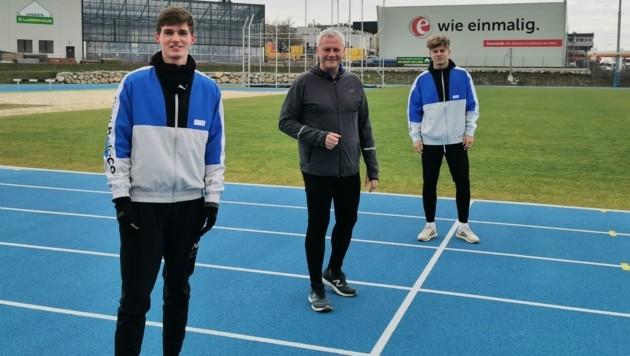 In Eisenstadt ist die Leichtathletik-Arena trotz Lockdown geöffnet. Bürgermeister Steiner (Mitte) trainierte mit Nachwuchstalenten. (Bild: Stadtgemeinde Eisenstadt)