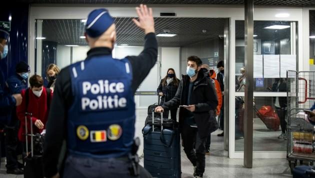 Belgiens Premierminister verkündete, dass alle vermeidbare Reisen weitgehend gestoppt werden sollen. (Bild: AFP/BELGA/NICOLAS MAETERLINCK)