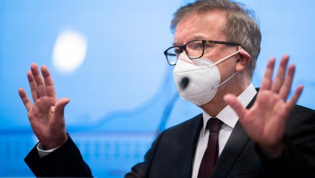 """""""Hände weg"""", richtet Gesundheitsminister Rudolf Anschober (Grüne) jenen Bürgermeistern aus, die sich bei der Corona-Schutzimpfung vorgedrängelt haben. (Bild: APA/GEORG HOCHMUTH)"""
