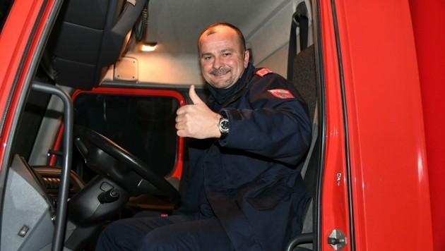 Mato Cerkezovic im Lastwagen kurz vor der Abfahrt . (Bild: Huber Patrick)