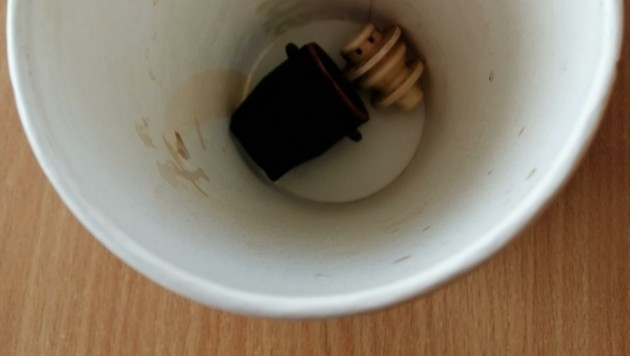 Im Cola lagen Teile des Getränkeverschlusses – der McDonald's-Fan bemerkte das aber erst zu Hause bei der Jause. (Bild: zVg)