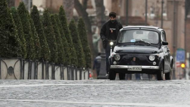 Weil die Zahl der Neuinfektionen in Italien seit einigen Tagen sinkt, gibt es nun erste Lockerungen bei den Corona-Maßnahmen. (Bild: AP)