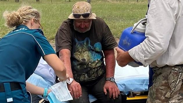 Robert Weber bei der Erstversorgung durch Sanitäter (Bild: AFP)
