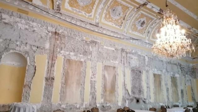 Der Barocksaal im Hotel Europa bzw. das, was von ihm noch übrig ist. Die Stadt könnte nun eine genaue Prüfung über die Hintergründe in Auftrag geben. (Bild: Gerechtes Innsbruck)