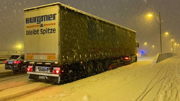 Der Schnee ist zurück - Stau auf den Straßen Salzburgs (Bild: Markus Tschepp)