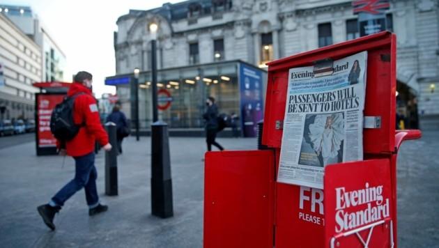 """Der """"Evening Standard"""" berichtete schon am Montagabend über Pläne der britischen Regierung, Einreisende zur Selbstisolation in Hotels zu verpflichten. (Bild: AFP )"""
