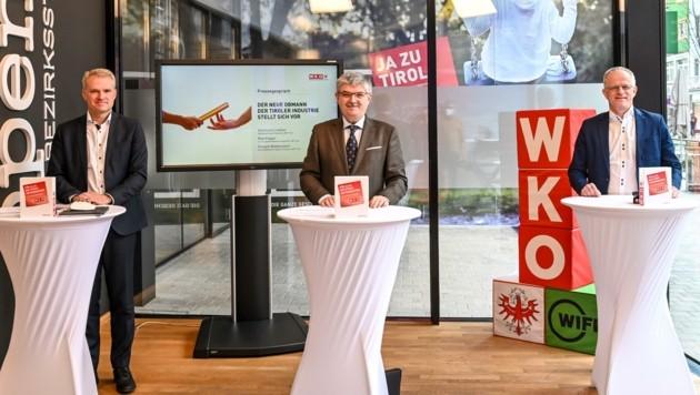Hermann Lindner (Mitte) dankte als Obmann ab. GF Oswald Wolkenstein (li.) präsentierte seinen Nachfolger Max Kloger. (Bild: LIEBL Daniel | zeitungsfoto.at)