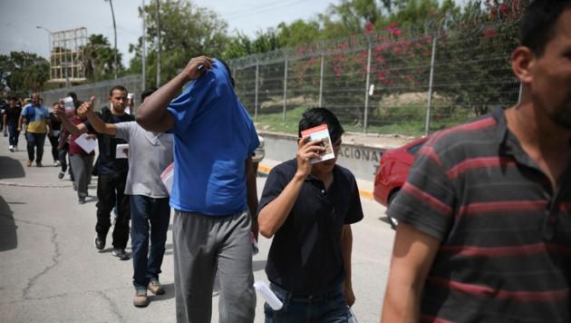 Nach Mexiko zurückkehrende Migranten (Bild: AP)