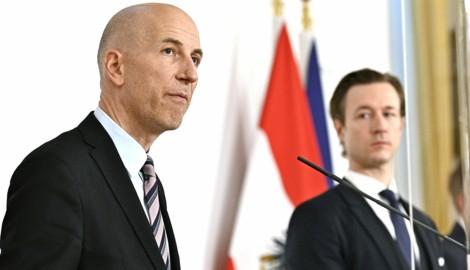 Arbeitsminister Martin Kocher und Finanzminister Gernot Blümel bei der Präsentation der Homeoffice-Einigung (Bild: APA/HANS PUNZ)