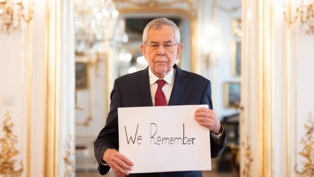 Bundesprasident Alexander Van der Bellen gedenkt den Opfern des Holocaust. (Bild: APA/BUNDESHEER/CARINA KARLOVITS)