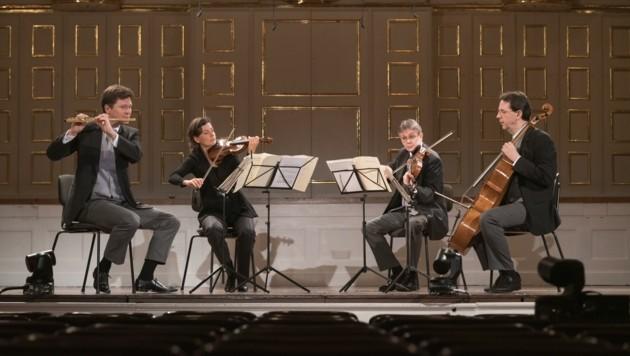 Mitglieder der Wiener Philharmoniker interpretieren Mozarts Flötenquartett (Bild: Wolfgang Lienbacher)