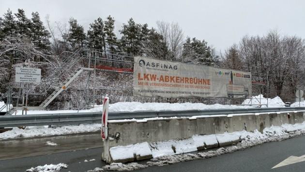 Lkw-Abkehrbühne in Vomp (Bild: ZOOM.TIROL)