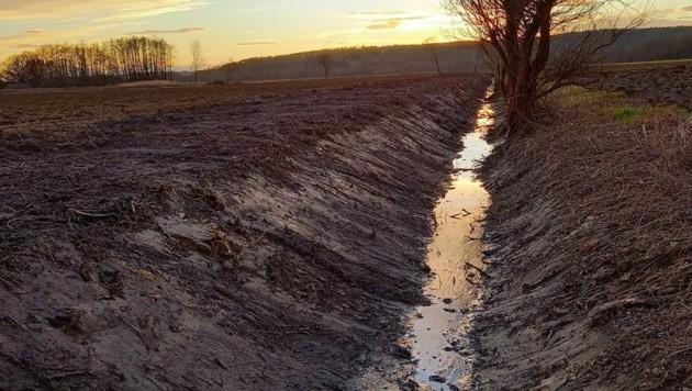 Der sanierte Entwässerungsgraben in Deutsch Kaltenbrunn soll Überschwemmungen verhindern. (Bild: Schulter Christian)