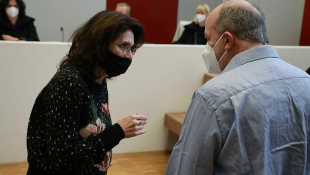 Der Angeklagte mit seiner Anwältin Astrid Wagner (Bild: Zwefo)