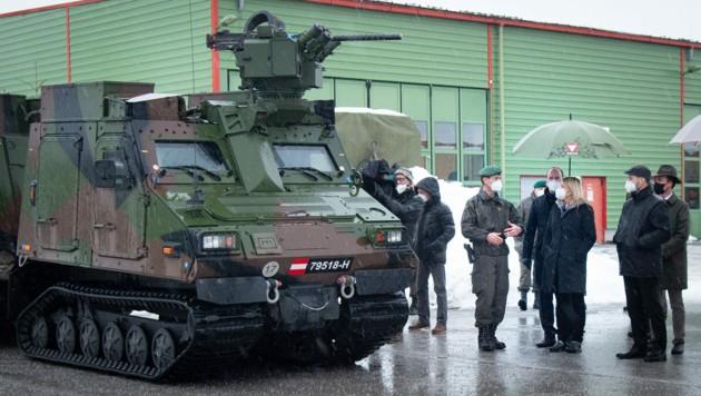 Verteidigungsministerin Klaudia Tanner auf Truppenbesuch in Salzburg. (Bild: Bundesheer)