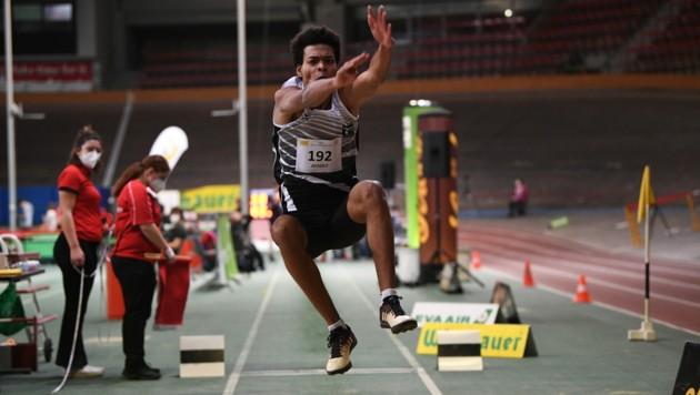 Oluwatosin Ayodeji sprang auf Rang drei und blieb nur vier Zentimeter unter seiner eigenen Hallenbestleistung. (Bild: ÖLV/Alfred Nevsimal)
