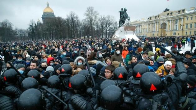 Seit der Verhaftung Nawalnys kam es in Russland wiederholt zu stark besuchten Protesten. (Bild: AP/Dmitri Lovetsky)