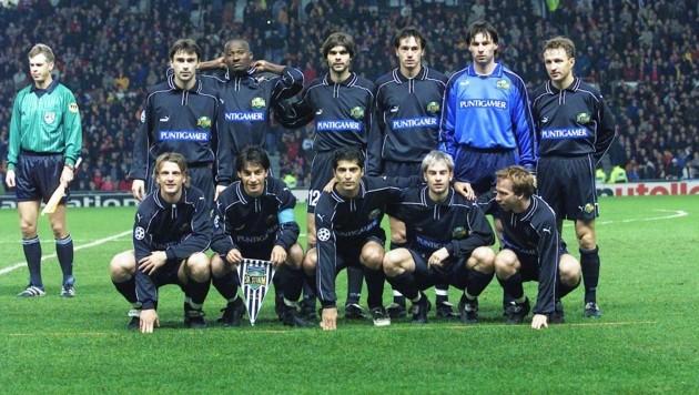 1999 spielte Minavand (v. Mitte) mit Sturm im Old Trafford von Manchester auf. (Bild: Sepp Pail)