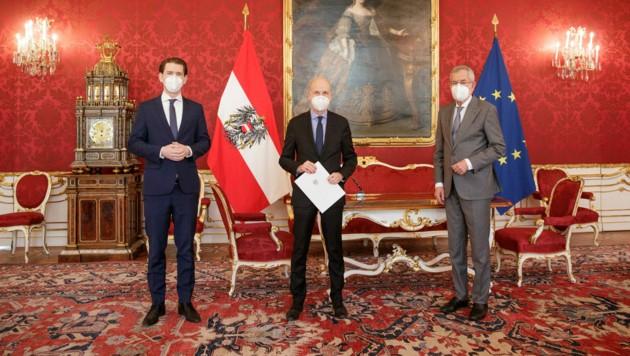 Sebastian Kurz, Bundesminister Martin Kocher und Bundespräsident Alexander Van der Bellen (Bild: APA/BUNDESHEER/PETER LECHNER)