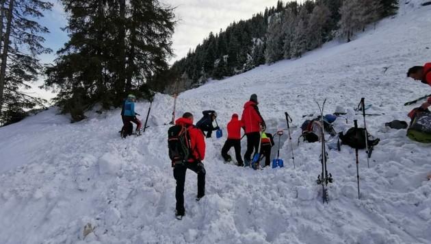 Im Einsatz standen neben der Helikopterbesatzungen auch 32 Bergretter von Spittal-Stockenboi, Kolbnitz und Oberes Drautal sowie 7 Alpinpolizisten (Bild: Bergrettung Spittal)