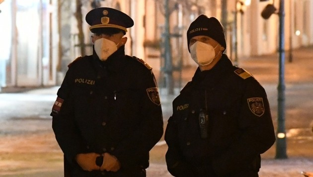 Auf falsche Polizisten fiel ein Autolenker nicht herein (Symbolfoto). (Bild: P. Huber)