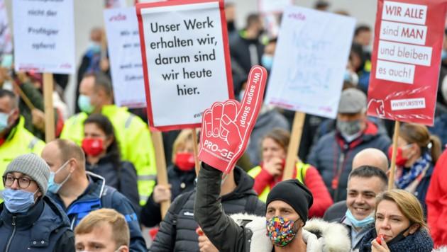 Im Oktober nahmen mehr als 4000 Menschen an der Protestversammlung für MAN in Steyr teil, zu der Gewerkschaft und Betriebsrat aufgerufen hatten. (Bild: Harald Dostal)