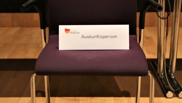 Auf diesem Stuhl soll Ex-Bankchef Pucher heute vor Dunst und Pilgermair im Großen Saal des Ausschusses Platz nehmen. (Bild: Grammer Karl)
