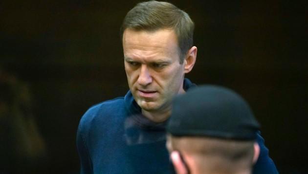 Nawalnys erstbehandelnder Arzt ist verstorben. (Bild: AP)