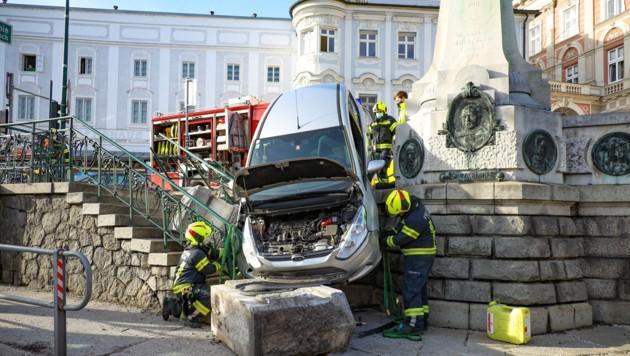 Der ungewöhnliche Unfall ereignete sich am Nachmittag beim Richter-Denkmal in Lambach (Bild: laumat.at/Matthias Lauber)