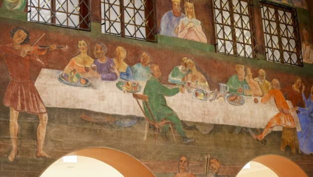Monumentales Kunstwerk: In Summe zeigen die Faistauer-Bilder 200 Figuren auf 350 qm Wandfläche (Bild: Tschepp Markus)