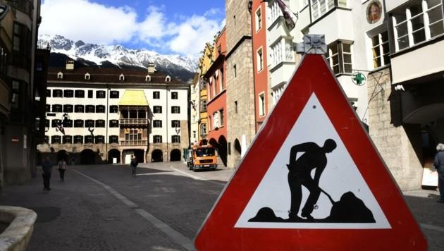 Die Baustelle in der Innsbrucker Altstadt soll bis zum Sommer beendet sein. (Bild: Andreas Fischer)