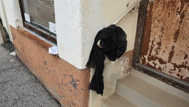 Kleidung (Bild) und Ausweise werden einfach weggeworfen (Bild: Privat / Gemeinde Deutschkreutz)