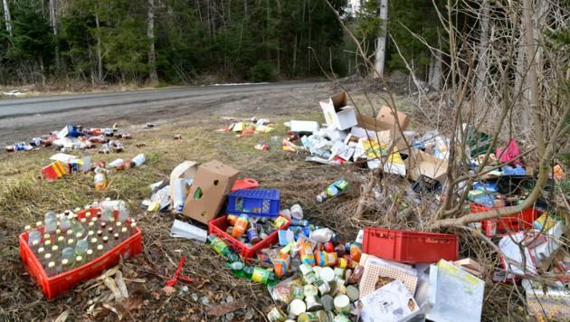 Neben Medikamenten wurden auch massenweise Lebensmittel illegal entsorgt. (Bild: zoom.tirol)