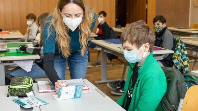 Selbsttest an einer Schule in Österreich (Bild: BMBWF/Martin Lusser)