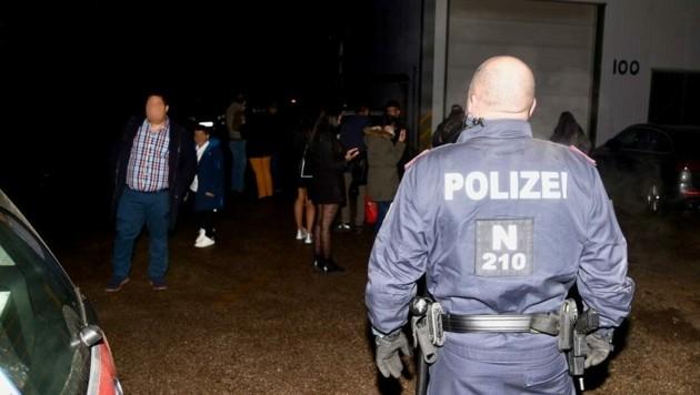 Bei der Party in Unterwaltersdorf waren auch Frauen und Kinder dabei. (Bild: Monatsrevue/Lenger Thomas)