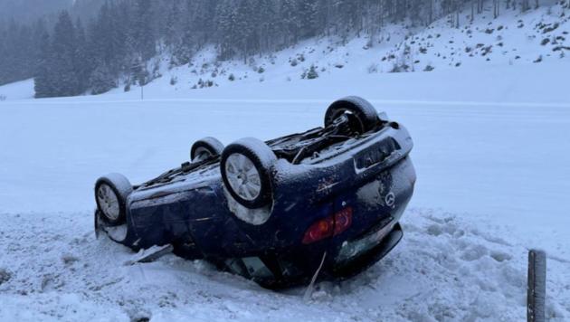 Auto überschlug sich (Bild: FF Leogang)