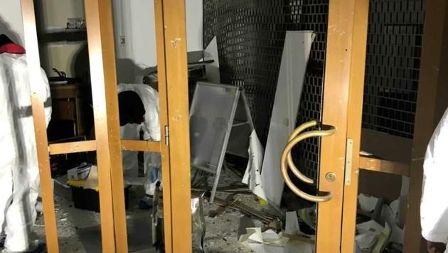 Das Bankfoyer ist eine Ruine. (Bild: LPD NÖ)