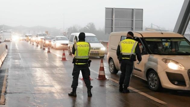 Grenzkontrolle in Spielfeld (Bild: Sepp Pail)