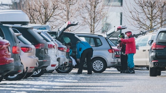 Der illegale Skispaß geht weiter. Erst am Donnerstag will Landesrat Stöckl (ÖVP) weitere Maßnahmen koordinieren. (Bild: EXPA/ Stefanie Oberhauser)
