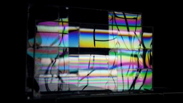 Gregor Eldarb: Die Lichtwellen erzeugen Regenbogenfarben auf der dünnen Seifenhaut (Bild: Traklhaus/G. Eldarb, F. Schmeiser)