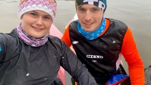 Mit ihrem deutschen Freund Tobi Kroener ist Dreier trotz Hochwasser am Paddeln. (Bild: ZVG)