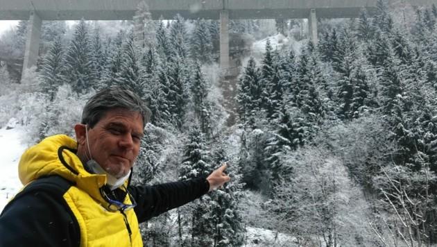 Gottfried Krabath hat den Murenabgang als Erster bemerkt. Er alarmierte sofort die Polizei. (Bild: Elisa Aschbacher)