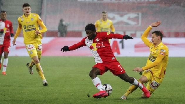 Die Bullen (Koita, li.) lieferten sich gegen Austria einen wilden Kampf, drehten die Partie, siegten am Ende. (Bild: GEPA pictures/ Jasmin Walter)