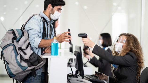 Ab 3. August müssen Reiserückkehrer und Urlauber aus den Niederlanden, Spanien und Zypern auf österreichischen Flughäfen bei ihrer Einreise einen Nachweis über ihre Vollimmunisierung oder ein negatives PCR-Testergebnis mitführen. (Bild: stock.adobe.com)